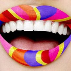 Le lip art multicolore psychédélique de M.A.C