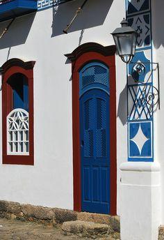 Knobs And Knockers, Door Knobs, Arched Windows, Windows And Doors, Open Door Policy, Make A Door, Metal Fence, Unique Doors, Paraty