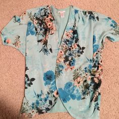 Beautiful kimono Kimono jacket! Loose short sleeve shirt. Looks great over a tank top in the summer! Only worn a couple of times! Great condition! Tops Tunics