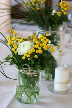 Make your own table decoration wedding You are in the right place about decoration table christmas H Yellow Wedding, Wedding Colors, Wedding Flowers, Table Decoration Wedding, Wedding Table, Deco Floral, Floral Design, Flower Decorations, Table Decorations