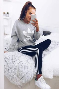 Adidas Fashion Print Pullover Tops Sweater Sweatshirts - All About Soccer Pants Outfit, Striped Leggings Outfit, Adidas Joggers Outfit, Sweatpants Outfit, Legging Outfits, Tights Outfit, Sporty Outfits, Mode Outfits, Swag Outfits