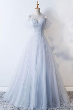 evening dresses 2018 Long Sleeve Gold Prom Dresses,Long Evening Dresses,Prom Dresses On Sale Want a glamorous red carpet look for a fraction of the price? This exquisite dress would be Grey Evening Dresses, Gold Prom Dresses, Prom Dresses For Sale, Elegant Dresses, Pretty Dresses, Beautiful Dresses, Bridesmaid Dresses, Formal Dresses, Tulle Prom Dress
