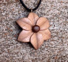Wooden Pendant, Flower-shaped Pendant, Walnut and Mahogany Jewelry - Wooden Necklace, Wooden Jewelry, Resin Jewelry, Jewelry Crafts, Jewelry Art, Wood Carving Patterns, Wood Carving Art, Wood Art, Chip Carving