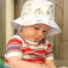 Bucket hat: lovely sewing pattern and a link to get the pattern for free