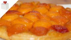 """La tarta Tatín es muy peculiar porque se hace """"al revés"""", es decir, con la fruta abajo y la masa arriba. Una vez horneada y aún caliente se le da la vuelta. Es una tarta que resulta ideal acompañada de una bola de helado de vainilla."""