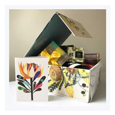 This gorgeous gift hamper is just one in a range from I Still Call Australia Home. Finally a quality Australian gift you'll be proud to give your overseas VIP. Click the link for more. Hampers For Her, Gift Hampers, Make Your Own Hamper, Hamper Boxes, Australian Gifts, Tin Gifts, Christmas Gift Wrapping, Online Gifts, Corporate Gifts