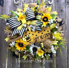 Bee Wreath Bee Happy Wreath Summer Wreath by HolidayBaublesWreath Wreath Crafts, Diy Wreath, Wreath Ideas, Diy Crafts, Tulle Wreath, Deco Mesh Wreaths, Ribbon Wreaths, Mesh Ribbon, Summer Wreath