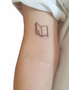 Tattoos never go out of style whether they are Large or full-body. But currently the world is going gaga over minimalist, cute and small tattoos. Dainty Tattoos, Cool Small Tattoos, Small Tattoo Designs, Little Tattoos, Tattoos For Women Small, Mini Tattoos, Pretty Tattoos, Cute Tattoos, Girly Tattoos