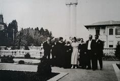 Parte da família nos jardins do palacete da Avenida Paulista.