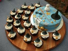 Harry Potter Cake! Cupcakes would be awesome with the butterbeer cupcake recipe!!!!!