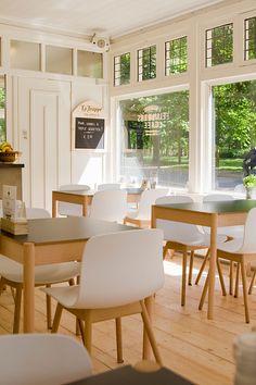 Voormalig Flinders Café - Noorderplantsoen heet nu Zondag