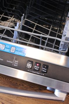 How often do you clean your dishwasher? I'll confess that I don't clean mine nearly often enough! I wash dishes in it daily, so surely it's getting clean at the same time, right? Diy Dishwasher Cleaner, Dishwasher Cleaning Tips, Dishwasher Smell, Dishwasher Filter, Stainless Dishwasher, Baking Soda Cleaning, Diy Home Cleaning, Cleaning Appliances, Household Cleaning Tips
