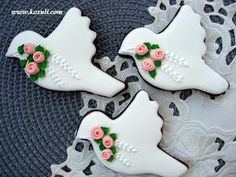 @kozuli_com Wedding cookies. Idea for Wedding shower. Cookie decorating  with royal ising. Royal icing cookies. Decorated cookies. More cookies ideas and video tutorials at www.kozuli.com / Видео мастер-классы по росписи пряников на www.kozuli.com