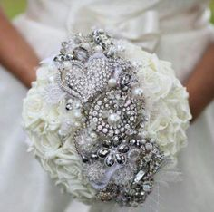 Broach bouquet with fresh flowers
