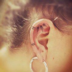 Behind Ear Tattoos, Head Tattoos, Arrow Tattoos, Mom Tattoos, Finger Tattoos, Body Art Tattoos, Small Tattoos, Finger Tattoo For Women, Back Tattoo Women