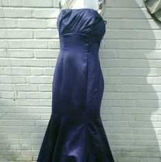 "Long strapless purple ballroom prom dress Da Vinci size 10 fancy dress. Perfect for prom or a fancy banquet. I'm 5'4 and 135 pounds and this fit me perfectly as a size medium. Measured it while it was on me.  Length: 54"" Bust: 37"" Waist: 31"" I was too short for it though so I would trip on it without heels. Could be worn strapless or with straps because there are snaps on the top to connect and disconnect the straps. Zipper down the back. Top is separated by a seam. Long, flowy and has mesh…"