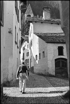 Henri Cartier-Bresson // Switzerland, 1966 -    Swiss painter, Willy VARLIN.