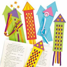 Rocket Bookmark Weavings: Blast off into reading with these creative bookmarks. This is a fun craft to do with your students to get them excited about reading! Fun Crafts To Do, Crafts For Teens, Crafts For Kids, Arts And Crafts, Teen Crafts, Paper Weaving, Weaving Art, Rocket Craft, Creative Bookmarks