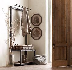 30 Magnificent Vintage Hallway Designs. I like the old jug :)