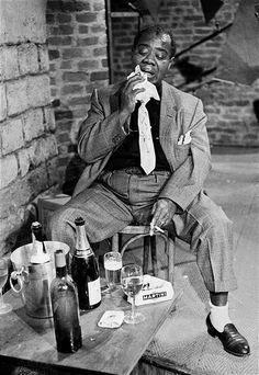 Louis Armstrong, Paris Blues Set, Paris, 1960 by Herman Leonard Louis Armstrong, Diahann Carroll, Dubstep, Nova Orleans, Jazz Musicians, Jazz Artists, Blues Artists, Jazz Blues, Music Icon