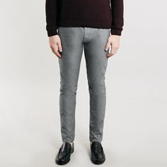 TOPMAN: CHARCOAL OXFORD COTTON SKINNY FIT CHINOS Our skinny chino features a normal rise and waist with legs that taper nicely into a skinny, but not too skinny hem. These oxford cotton chinos feature a salt and pepper micro check, so make a good smart/casual hybrid. £34 Skinny Chinos, Smart Casual, Skinny Fit, Pepper, Charcoal, Salt, Oxford, March, Man Shop
