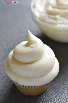 Classic Cream Cheese Frosting ~ silky and sweet with a slight tang from the cream cheese, this effortless frosting comes together with just four ingredients and complements a variety of cakes and cupcakes Best Frosting Recipe, Homemade Frosting, Frosting Recipes, Cupcake Recipes, Cupcake Cakes, Dessert Recipes, Cheesecake Frosting, Drink Recipes, The Cream