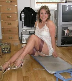 Older amateur milf in vintage stockings