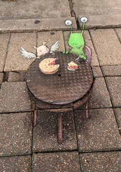 David Zinn. The sidewalks at Houston Via Colori were crowded all weekend, but Sluggo still managed to find the best seat in the house.