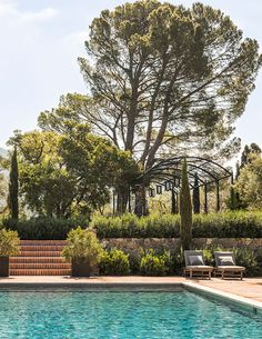 Landscape Architect Scott Shrader shares all of his strategies for creating the perfect outdoor spaces. Outdoor Retreat, Outdoor Rooms, Outdoor Living, Spanish Garden, Mediterranean Garden, Tuscan Garden, Garden Oasis, Garden Pool, Spanish Style Homes