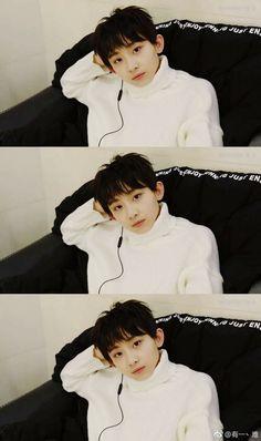yu zeyu too busy - yu zeyu too busy Asian Boy Band, Ulzzang Kids, My Future Boyfriend, Asian Boys, Lee Min Ho, Kpop Boy, Boyfriend Material, My World, My Boys