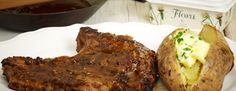 Pepper steak με φρεσκοψημένες πατάτες στο φούρνο      Πλένουμε πολύ καλά τις πατάτες χωρίς να τις καθαρίσουμε, τις καρυκεύουμε εξωτερικά με αλάτι, τις τυλίγουμε σε αλουμινόχαρτο και ψήνουμε στο...