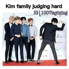 😂😂 Kai looks embarrassed. Suho looks like he's trying not to sweat. Chen is loving it, cuz he is a troll and trolls like it when they're not being blamed for stupid stuff. Xiumin looks proud, 'what a specimen of man! Exo Chanbaek, Baekhyun Chanyeol, Exo Ot12, Exo Memes, Funny Kpop Memes, Got7 Meme, Exo Lockscreen, Xiuchen, That One Friend