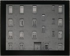 Harry Callahan (American, 1912-1999), New York, 1945, Photograph, gelatin silver print, Museum of Fine Arts, Boston. Sophie M. Friedman Fund, © The Estate of Harry Callahan, courtesy Pace/MacGill, NY, Courtesy Museum of Fine Arts, Boston.