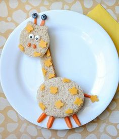 Your kiddos will go wild for this cute (and tasty!) giraffe sandwich. Cute Snacks, Fun Snacks For Kids, Cute Food, Good Food, Yummy Food, Food Art For Kids, Cooking With Kids, Easy Cooking, Healthy Cooking