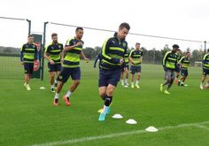 First-team squad complete final session ahead of Tonight's Champions League opener in Paris.