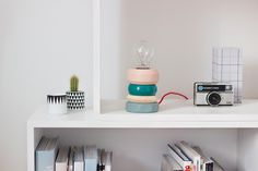 DIY: Beautiful table lamp from wooden bracelets! | Art And Chic