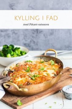Kylling i pikant ostesovs - opskrift på kylling i fad med pikantost Lchf, Food Crush, Cooking Recipes, Healthy Recipes, Healthy Side Dishes, Food Inspiration, Italian Recipes, Chicken Recipes, Dinner Recipes