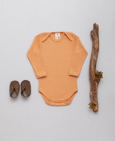 NEW - Fabric - 100% organic cotton, GOTS Ribbed-Jersey in VINTAGE-LOOK Soft - Stretchy - Breathable! Made with Love in EU. .  Baby-body featuring an envelope neck for easy dressing. The ribbed Jersey fabric in skin friendly organic quality allows it to stretch while always maintaining its shape and color. #babybasics #organicbyfeldman #ochre #ocker #newbornessentials #ribbedjersey #babybody #madeineu #vintagelook 📷 @ana.marchetanu