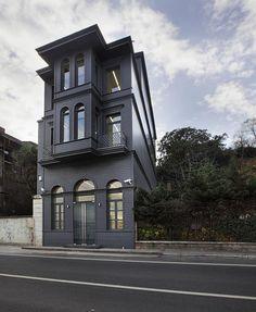 Black house.  looooove!!!