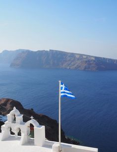 Greece Travel Inspiration - the Greek Islands are a bucket list destination for a good reason, let me show you how we spent 2 days in Santorini relaxing! Staying in Oia means you don't have to travel far to explore this beautiful spot and you can watch th Santorini Island, Santorini Greece, Santorini Travel, Greece Vacation, Greece Travel, Greece Trip, Greek Flag, Bucket List Destinations, Travel Destinations
