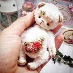 Нашла свой  #bear #bears #teddybear #teddy #роккоко #вышиваю #вышивка #мило #миша #миник #мишка #миниатюра #миниатюры #миниразмер #розы #розочки #роккоко