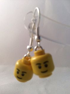 Kitch boucles Lego head boucles doreilles. Faite de pièces lego authentiques et hameçons plaqué argent. (Je peux aussi faire une version de ceux-ci