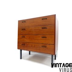 Vintage ladekastje / dressoirkastje met vier lades van teakhout gemaakt in de jaren '60 – Vintage Virus