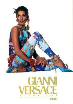 (pose on the ground) Yasmeen for Gianni Versace Fashion Line, 90s Fashion, Runway Fashion, Fashion Models, Fashion Brands, Vintage Fashion, Couture Fashion, Fashion Outfits, Versace Fashion