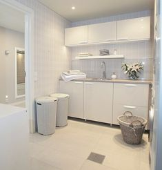 37 Inspiring Laundry Room Layout that Worth to Copy Laundry Room Layouts, Laundry Room Bathroom, Kitchen Diner Designs, Utility Cupboard, Laundry Room Inspiration, Ideas Geniales, Laundry Room Design, White Decor, Interior Design Living Room