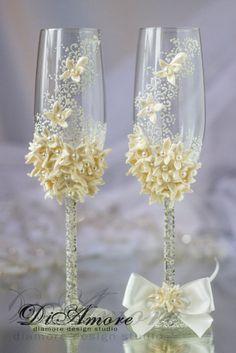 Gafas de la colección de arte flores de boda decorado con mano (patrón de encaje, flores de japonés diamantes de imitación de barro y cristal), será una perfecta boda inusual (estilo marfil, blanco invierno boda) o un regalo de boda. Productos exclusivos de DiAmoreDS son perfectos para su día especial, o como un regalo único para un aniversario o recién casados. Puede utilizar el diseño decoración para fiestas con motivo de cumpleaños, baby shower y otras celebraciones ❤ Comprar este…