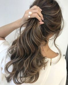 49 Beautiful Light Brown Hair Color To Try For A New Look Gorgeous Balayage Hair Color Ideas - brown Balayage Highlights,Beachy balayage hair color Carmel Ombre Hair, Carmel Hair Color, Ombre Hair Color, Hair Color Balayage, Brown Hair Colors, Carmel Blonde, Blonde Ombre, Brown Balayage, Asian Balayage