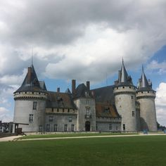 Château de Sully-sur-Loire, Loiret | www.omonchateau.com