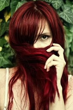 <3 red hair..but it looks awful on me..tried it once..lol.