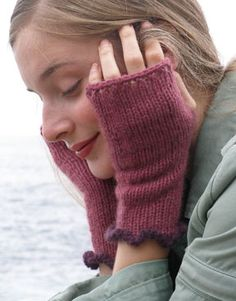 Charmed Fingerless Knitted Mitts - free pattern Knitting Designs 30a410725